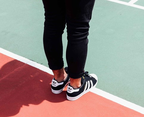 adidas superstar damskie na nogach do sukienki