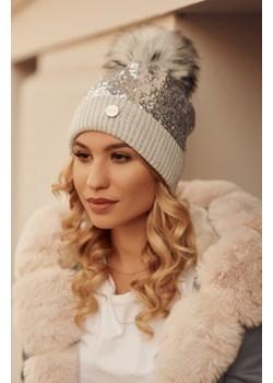Ciepła czapka z cekinami i pomponem szara C60 fasardi.com - kod rabatowy