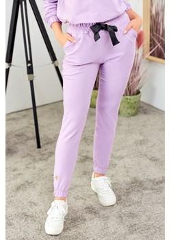Spodnie z ozdobną taśmą - liliowe Beewear - kod rabatowy