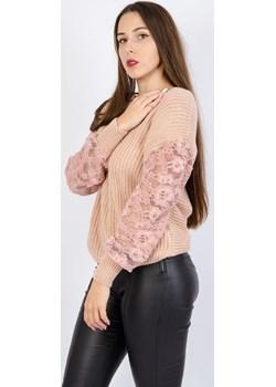 Różowy sweter z koronkowymi rękawami Olika  olika.com.pl - kod rabatowy