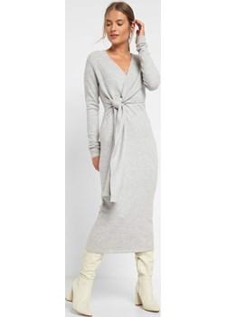 Ołówkowa sukienka midi z dzianiny orsay.com - kod rabatowy