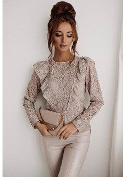 Beżowa, koronkowa bluzka z falbanką i dekoltem na plecach LA FEMME BOUTIQUE - kod rabatowy