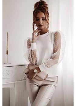 Biała bluzka z ozdobnymi rękawami LA FEMME BOUTIQUE - kod rabatowy