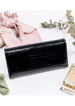 Duży portfel damski skóra lakierowana croco Lorenti rovicky.eu - kod rabatowy