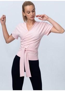 Bluzka wiązana jasnoróżowa Reezy Reezy - kod rabatowy