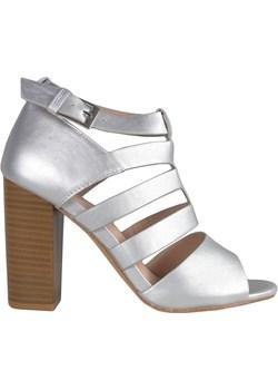 Matowe srebrne sandały na słupku promocja Kokietki - kod rabatowy