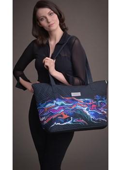 Duża torba pikowana z materiału czarna z kolorowym motywem - KOLEKCJA FALA Tarionus S.c. promocja www.taravio.pl - kod rabatowy