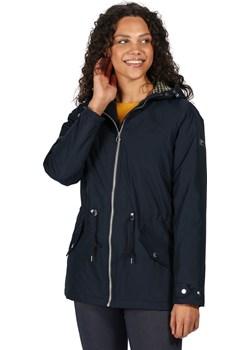 Przedłużana damska kurtka na jesień z wycięciem z tyłu Regatta Brigid Granatowa - 36 (UK 10) Develop-free okazyjna cena Aktywnyturysta.pl - kod rabatowy