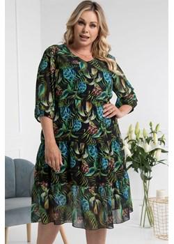 Sukienka swobodna szyfonowa rozkloszowana SEBILKA w liście palm na czarnym tle karko.pl - kod rabatowy