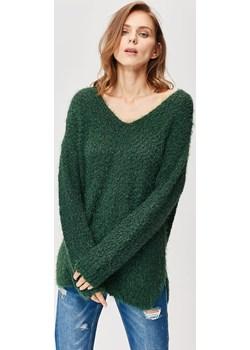 Sweter boucle z dekoltem w literę V Femestage wyprzedaż Femestage - kod rabatowy