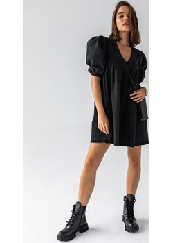Sukienka ze spranego czarnego jeansu z pagonami i bufkami - CANSAS BLACK by Marsala Marsala okazyjna cena - kod rabatowy