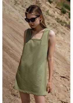 Sukienka dresowa na grubych ramiączkach w kolorze OLIVE BRANCH - LIME BY MARSALA Marsala - kod rabatowy