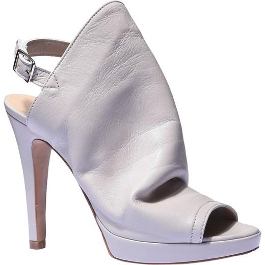 c765a89378344 Skórzane sandały z zakrytym podbiciem bata-pl szary lato w Domodi