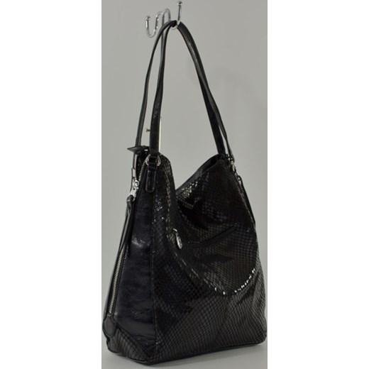 812a60560fd2c ... szary wakacyjny  Czarna torebka worek ze wzorem skóry węża cervandone-pl  czarny casual ...