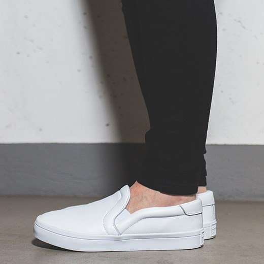 adidas originals courtvantage slip on