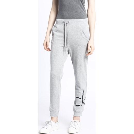 7046ab3961f81 Spodnie damskie - Calvin Klein Jeans - Spodnie Calvin Klein M ANSWEAR.com  ...