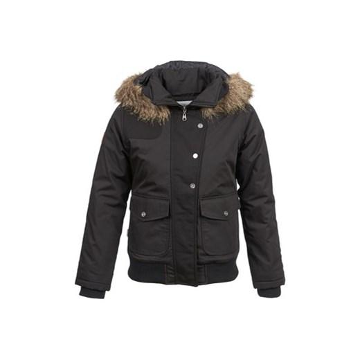 Pikowane kurtki damskie wymarzone na zimowy czas. Oprócz doboru koloru kurtki mamy do dyspozycji wybór rodzaju przeszyć materiału. Najczęściej spotykane są modele z poprzecznymi ściegami, tworzące na kurtce optyczny wzór pasków. Ale bardzo popularne, choć zwykle cieńsze, są także kurtki pikowane we wzór rombów.