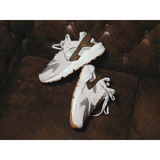 purchase cheap 5bdff fc872 ... Buty damskie sneakersy Nike Air Huarache Run Premium Suede 833145 001  Nike szary 39 promocja sneakerstudio ...