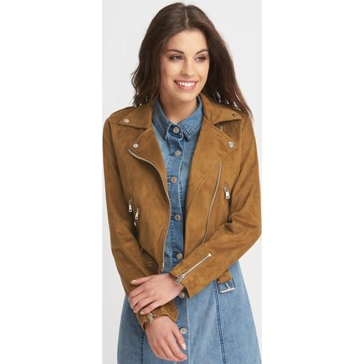 Kurtki i płaszcze damskie z wyprzedaży to ubrania wciąż wpisujące się w najnowsze trendy. Warto sprawdzić, jakie modne fasony można kupić w atrakcyjnych cenach. Markowe kurtki i płaszcze damskie po obniżkach są idealne na każdą porę roku. Modne, .