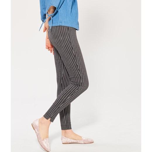 0e37f204fcc641 Sinsay - Spodnie z wysokim stanem Czarny niebieski w Domodi
