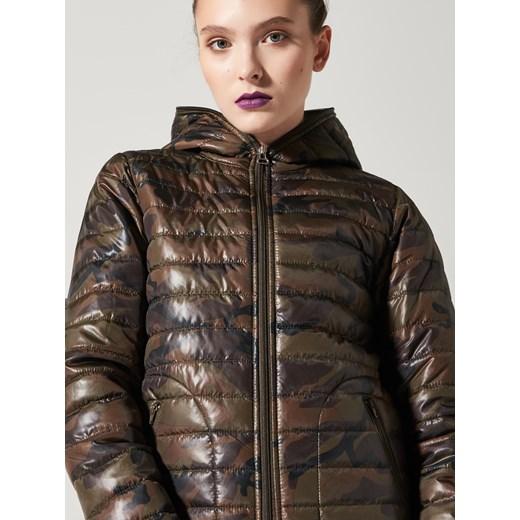 Ciepłe i modne kurtki i płaszcze damskie. Zobacz kurtki puchowe i pikowane, parki, płaszcze wełniane i trencze w jedn.