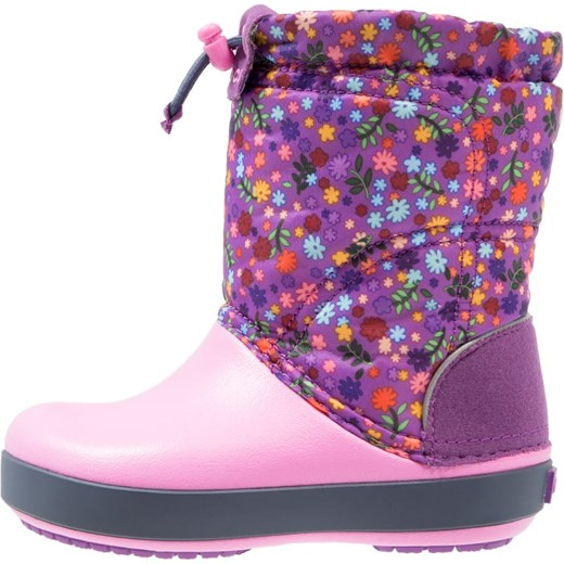 brand new 71c2e 3676f Crocs CROCBAND LODGEPOINT GRAPHIC RELAXED FIT Śniegowce amethyst/party pink  fioletowy Zalando