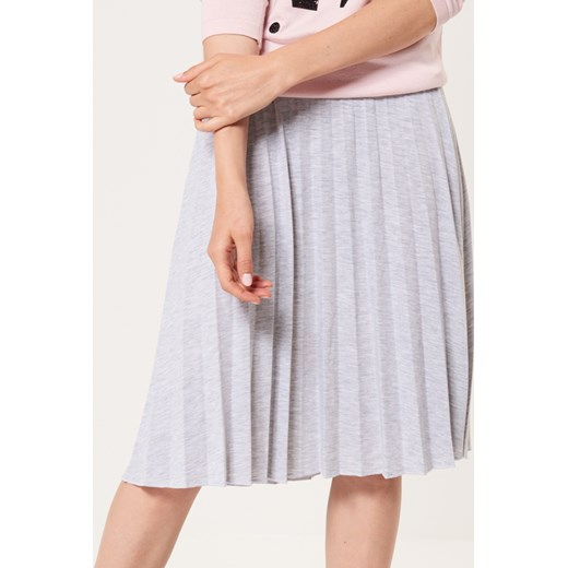 e18d9e23 Mohito - Plisowana spódnica z jersey'u Szary bezowy