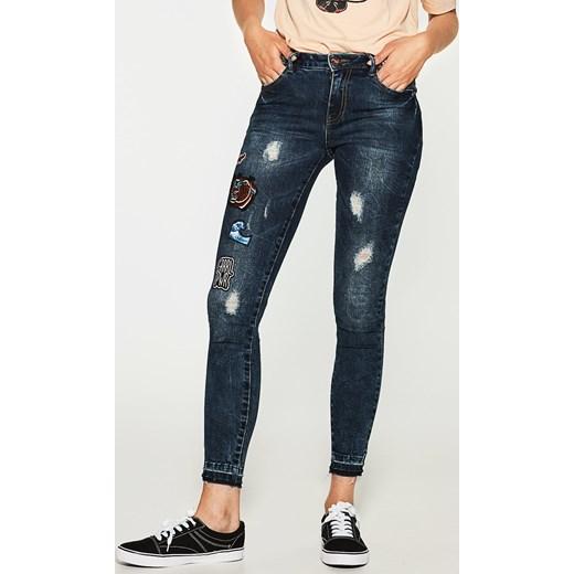 House jeansy z modnymi naszywkami niebieski bezowy House jeansy