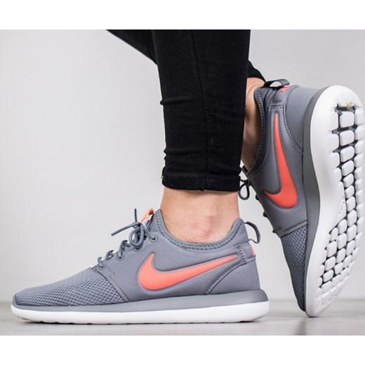 39f6a50c7d1d8 Buty damskie sneakersy Nike Roshe Two (GS) 844655 002 sneakerstudio ...