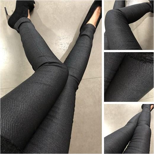89fd7ff9 Spodnie cygaretki czarne srebrzysty wzór, od Lola Fashion szary Saltofikacz