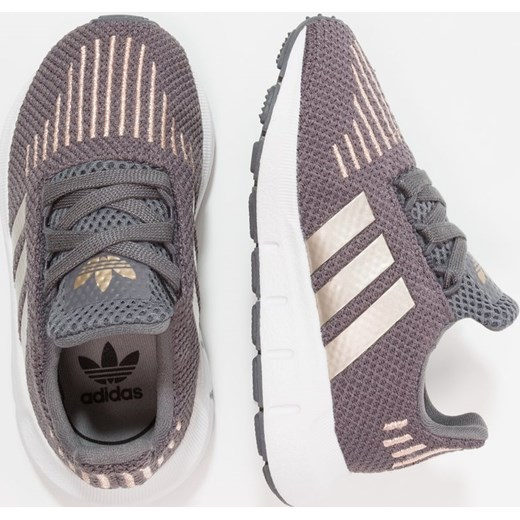 467d772258143 ... adidas Originals SWIFT RUN Tenisówki i Trampki grey five copper metallic footwear  white Adidas