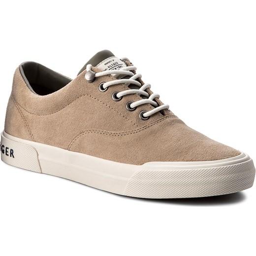 2ba38e0669b56 Tenisówki TOMMY HILFIGER - Heritage Suede Sneaker FM0FM00592 Sand 102  rozowy Tommy Hilfiger 44 eobuwie.