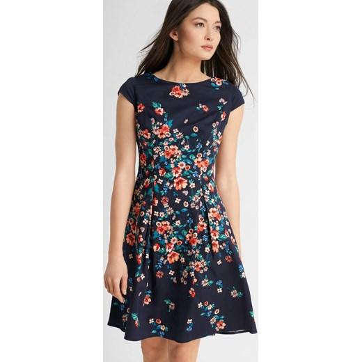 cca7b6b1c9e21 ... Rozkloszowana sukienka w kwiaty ORSAY szary 34 orsay.com