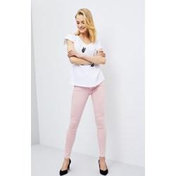 006296a3b1241 Pudrowy róż – z czym go nosić? - Trendy w modzie w Domodi