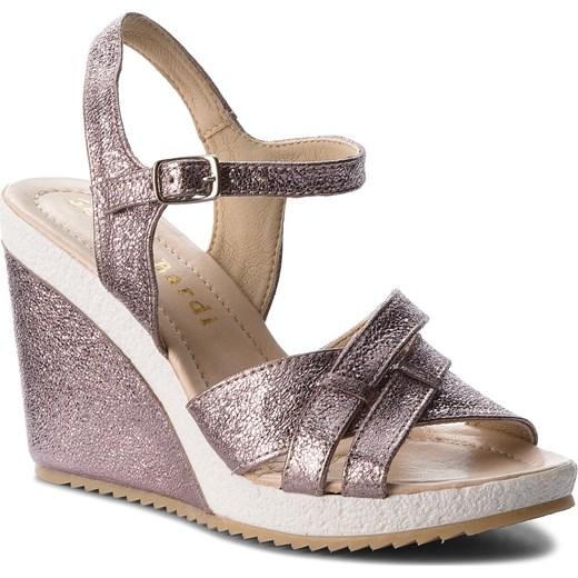 Sandały damskie Clarks złote na koturnie w Domodi