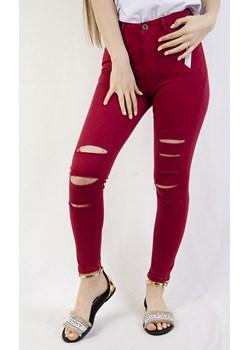 Czerwone spodnie z rozcięciami na nogawkach   olika.com.pl - kod rabatowy