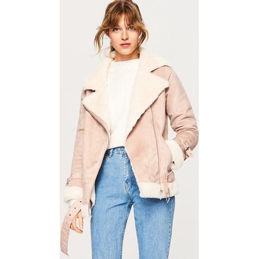 f4c284920eb2e Różowa kurtka damska Reserved krótka rockowa bez wzorów w Domodi