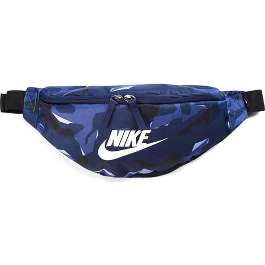 39722ff1a6992 Saszetka nerka Heritage Hip Camo Nike (moro 3) Nike promocja SPORT-SHOP.
