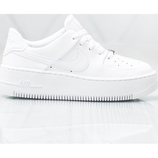 pretty nice 698f2 438ff Buty sportowe damskie Nike białe na wiosnę bez wzorów wiązane