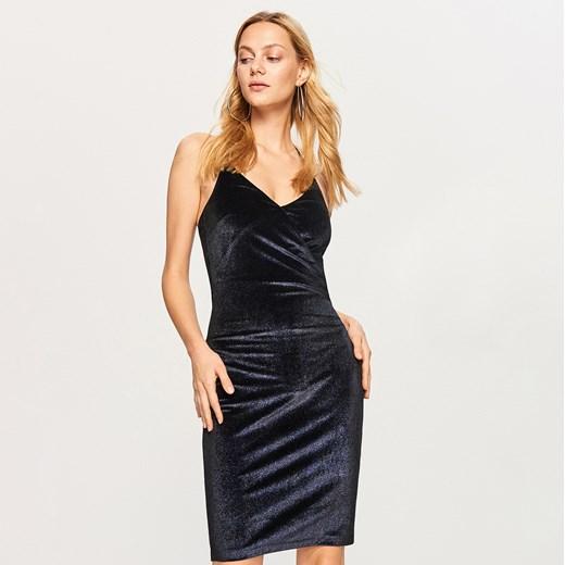 3d4bde1b76 Sukienka Reserved midi dopasowana na sylwestra na ramiączkach  Sukienka  Reserved midi gładka ...