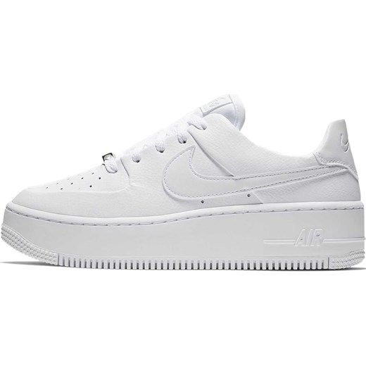 Białe buty sportowe damskie Nike dla biegaczy air force