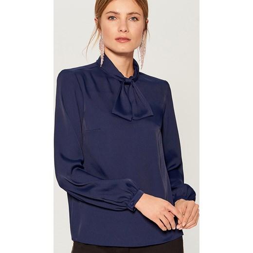 1d7080c31a94 Bluzka damska Mohito z długim rękawem niebieska ze sznurowanym dekoltem ...