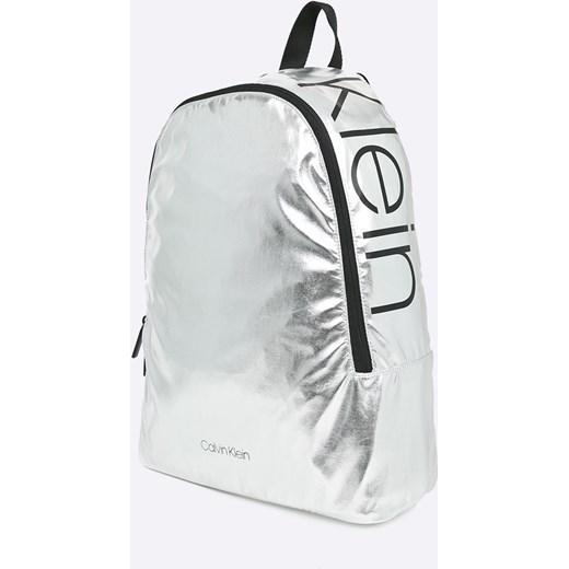 033fb1976d700 ... Plecak srebrny Calvin Klein ...