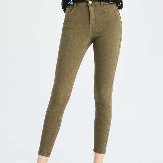 4af260bfd58470 Spodnie damskie Sinsay zielone w Domodi