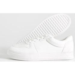 55615890f391 Buty sportowe damskie Sinsay sneakersy w stylu młodzieżowym płaskie wiązane