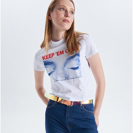 e819856584 Bluzka damska Cropp z krótkimi rękawami w stylu młodzieżowym z okrągłym  dekoltem ...
