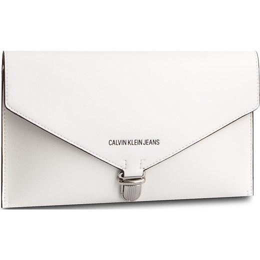 2873d4ee7c93a Kopertówka Calvin Klein matowa elegancka bez dodatków w Domodi