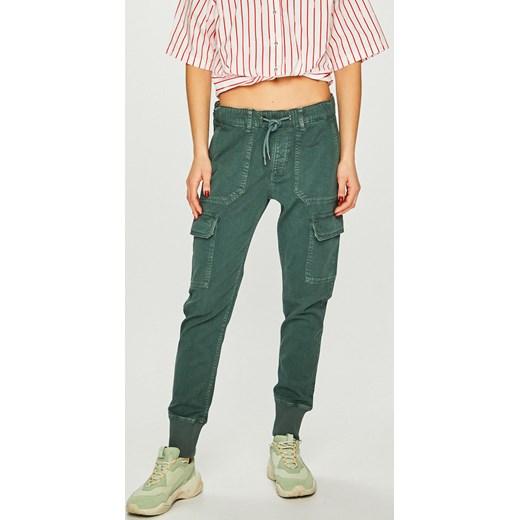 e35b3a5e991f3 Spodnie damskie Pepe Jeans w Domodi