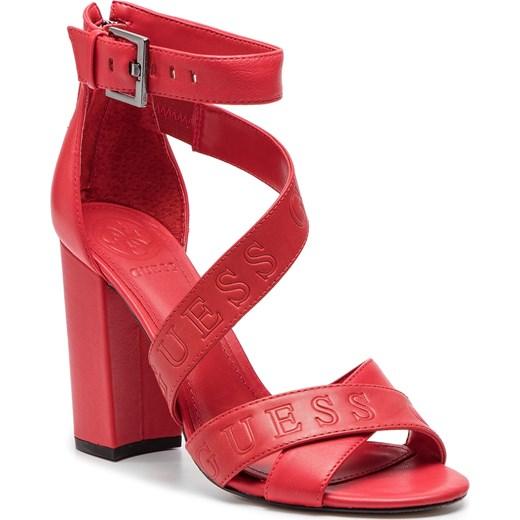 Różowe sandały damskie Guess gładkie z klamrą z tworzywa sztucznego na wysokim obcasie Buty Damskie ZM różowy Sandały damskie DOTX
