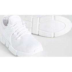 17a3d9d4534f Buty sportowe damskie Sinsay na fitness białe sznurowane na koturnie bez  wzorów